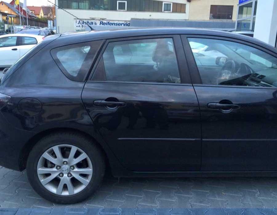 Reparierte Delle in hinterer Fahrzeugtür - Beulendoktor und Hagelschaden-Reparatur in Sindelfingen - Dent Repair Team