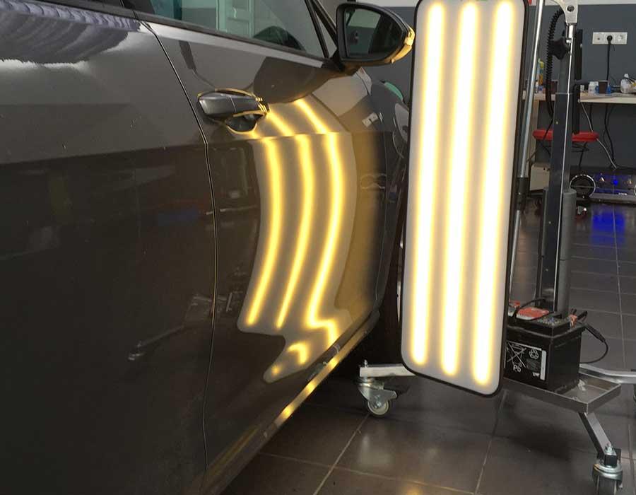 Reparierte Delle in Beifahrertür - Beulendoktor und Hagelschaden-Reparatur in Sindelfingen - Dent Repair Team